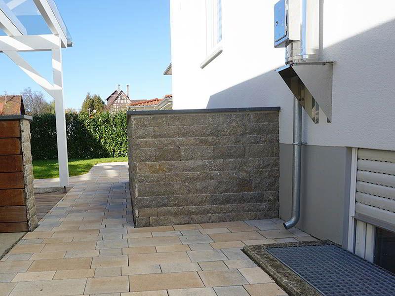 natursteinmauern-gartenabtrennung-sichtschutz