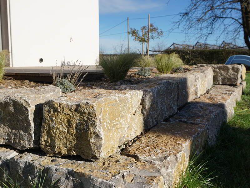 natursteinmauern-gartenverschoenerung